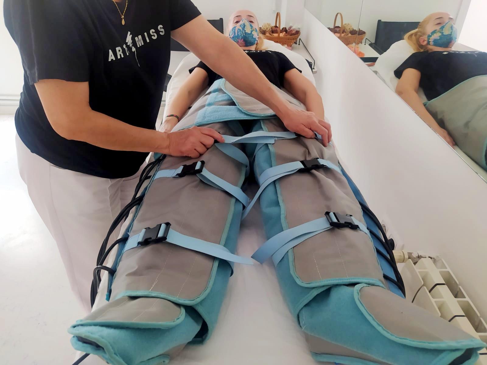 aplicación botas presoterapia a una paciente